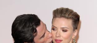 John Travolta, Scarlett Johansson: Oscar Red Carpet Photo