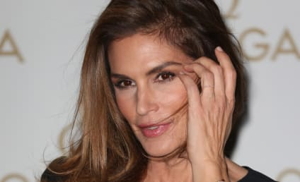 "Cindy Crawford Claims ""Unphotoshopped"" Pic is Fake! See the Sexy Evidence Now!"
