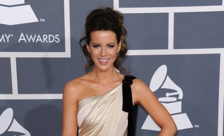 Who looked better at the Grammys, Kate Beckinsale or Carrie Underwood?