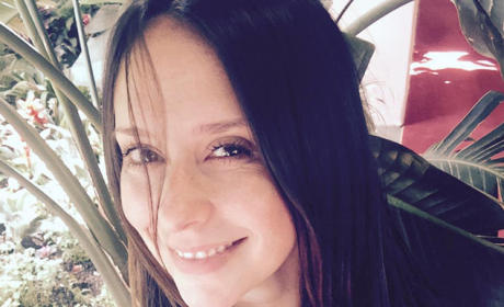 Jennifer Love Hewitt Lactates Through Shirt, Shares Mommy Moment on Twitter