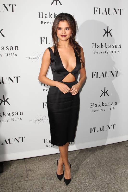 Selena Gomez Cleavage Pic