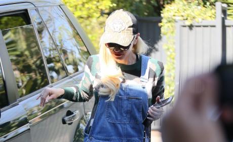 Gwen Stefani Heads into An Office Building