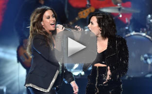 "Demi Lovato and Alanis Morissette ""Oughta Know"" at American Music Awards"