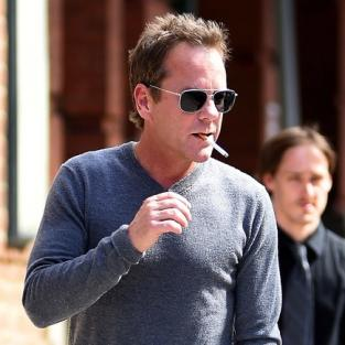 Kiefer Sutherland Smoking