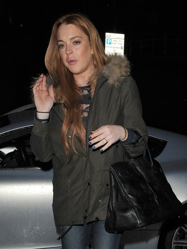 Lindsay Lohan Waving Photo