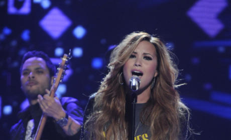 Demi Lovato American Idol Performance Pic