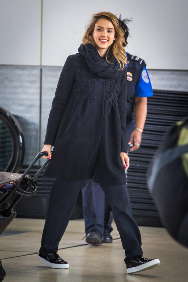 Jessica Alba Touches Down