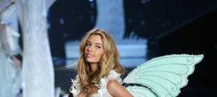 Miley Cyrus to MARRY Stella Maxwell?!?