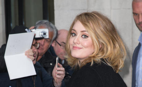 """Adele: First Live Performance of """"Hello"""""""