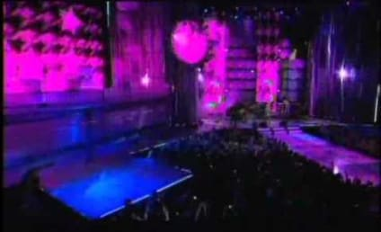 "Avril Lavigne Performs ""What the Hell"" at MuchMusic Video Awards"