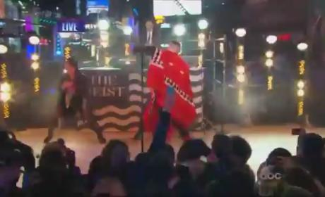 "Macklemore & Ryan Lewis Perform ""Thrift Shop,"" ""Can't Hold Us"" on New Year's Eve"