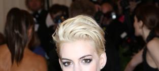 Anne Hathaway Blonde Hair: Love It or Loathe It?