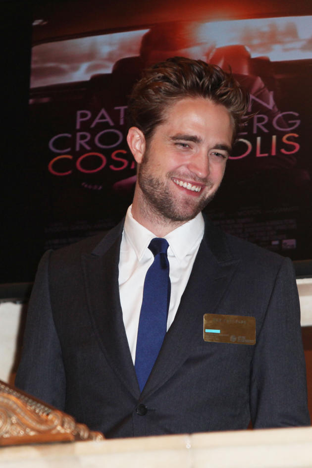 Robert Pattinson, All Smiles