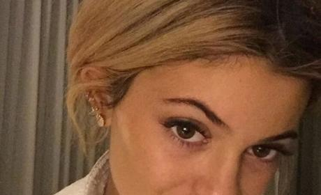 "Kylie Jenner: ""Ruining Her Face"" With Plastic Surgery, Doc Warns"