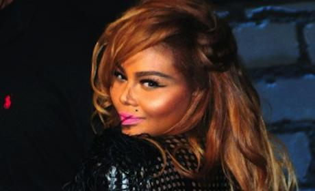 Lil Kim Gives Birth
