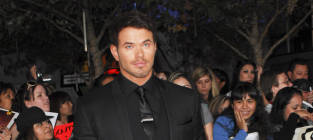 Who looked hotter on the Breaking Dawn red carpet, Kellan Lutz or Jackson Rathbone?