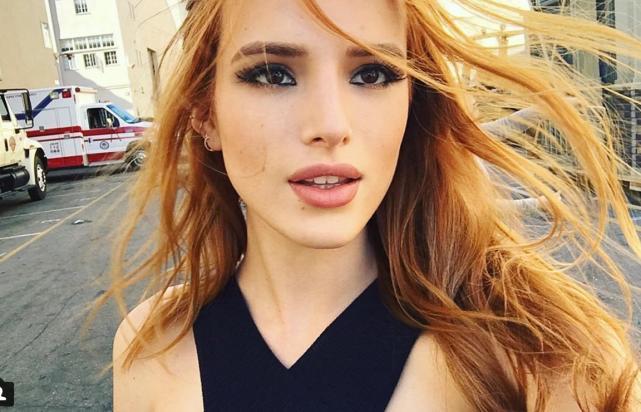 Bella thorne selfie pose