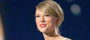 Taylor Swift Receives Milestone Award
