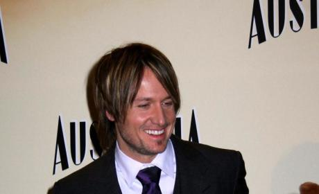 Keith Urban: Nicole Kidman Not Pregnant, Can Cook a Little Bit