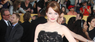 SAG Awards Fashion Face-Off: Emma Stone vs. Michelle Williams