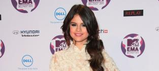 Who looked better at the MTV Europe Music Awards, Selena or Hayden?