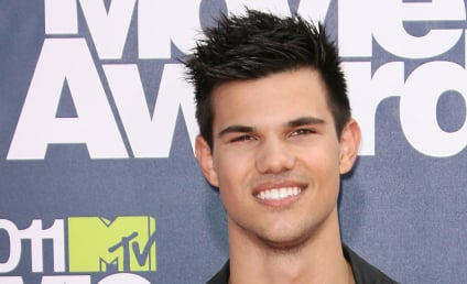 MTV Movie Awards Fashion Face-Off: Taylor Lautner vs. Ryan Reynolds