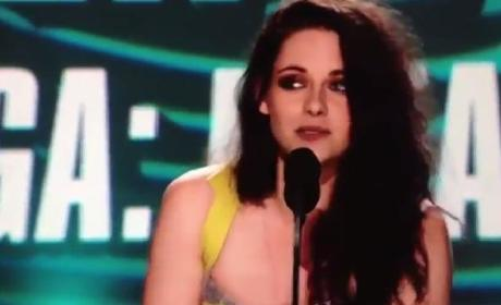 Kristen Stewart Makes Out with Self at MTV Movie Awards