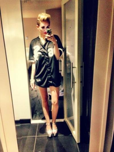 Miley Cyrus: No Pants on Twitter