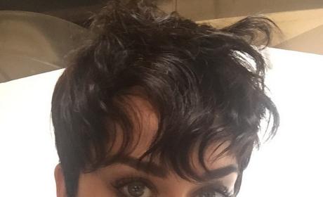 """Katy Perry Chops Off LOTS of Hair, Debuts """"Kris Jenner Look"""""""