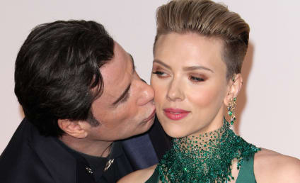 John Travolta Gropes Scarlett Johansson, Fails at the Oscars AGAIN!