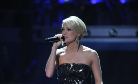 American Idol Eye Candy: Kelly Clarkson vs. Carrie Underwood