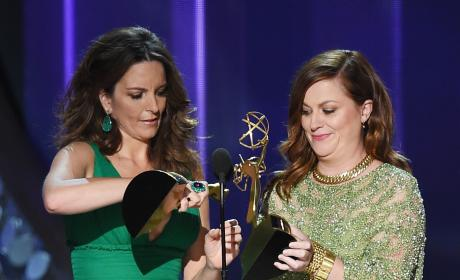 Tina Fey Amy Poehler 2016 Emmys Pic