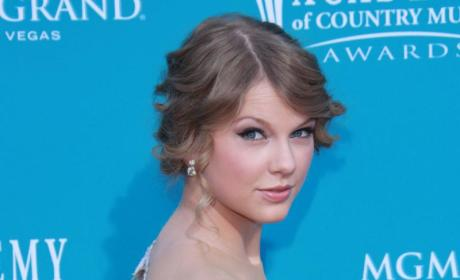ACM Awards Fashion Face-Off: Taylor Swift vs. Miranda Lambert