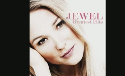 "Kelly Clarkson Teams with Jewel on ""Foolish Games"""