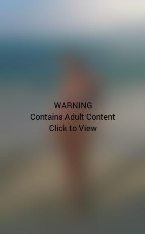 Jaime Pressly Bikini Pic