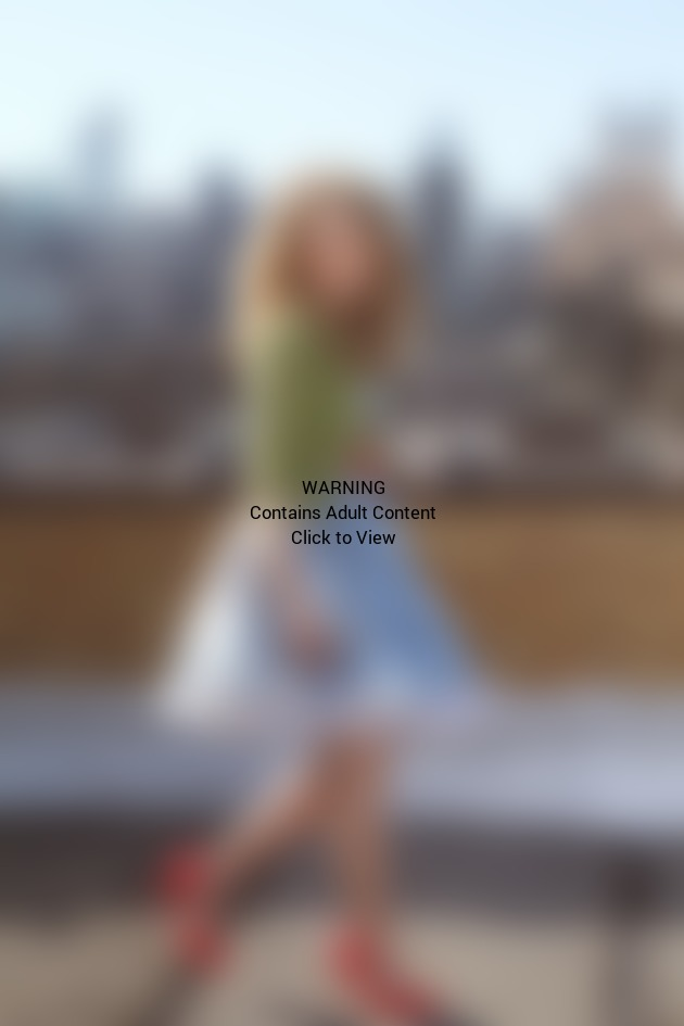AnnaSophia Robb as Young Carrie Bradshaw