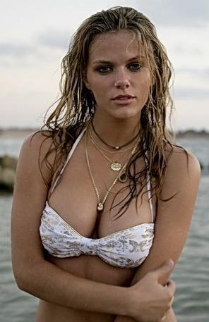 Brooklyn Decker Bikini Photo