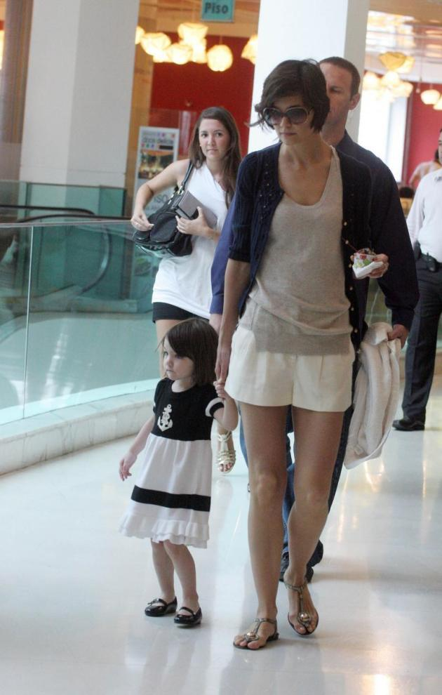 Katie Holmes and Suri Cruise Pic