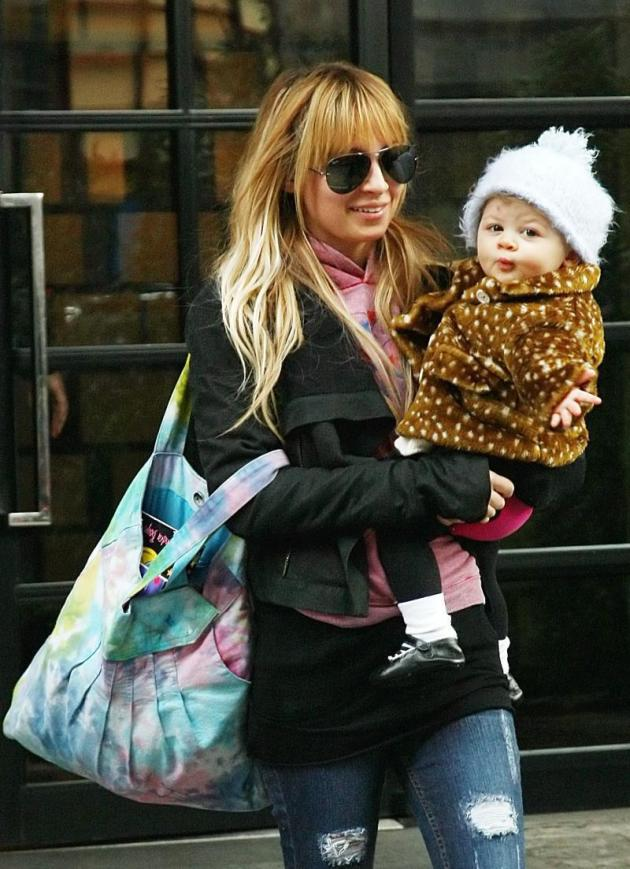 Cute Celebrity Baby-Mom Duo