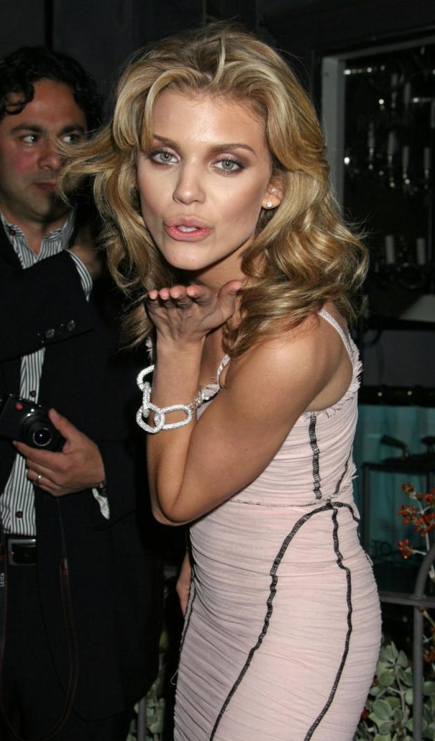 AnnaLynne McCord Blows