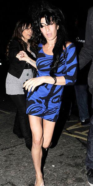Amy Winehouse Wobbles