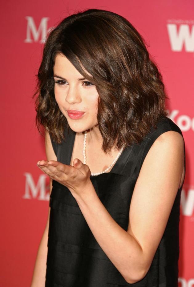 Smooching Selena