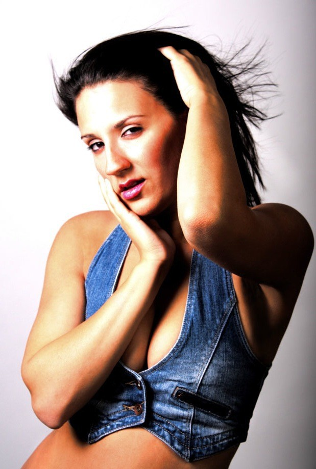 Stephanie Santoro Image