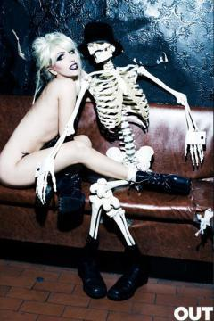 Nude Lady Gaga, Skeleton