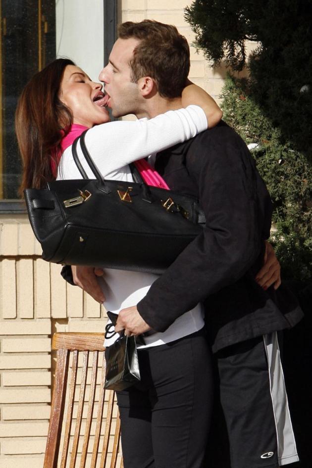 Gross Kiss