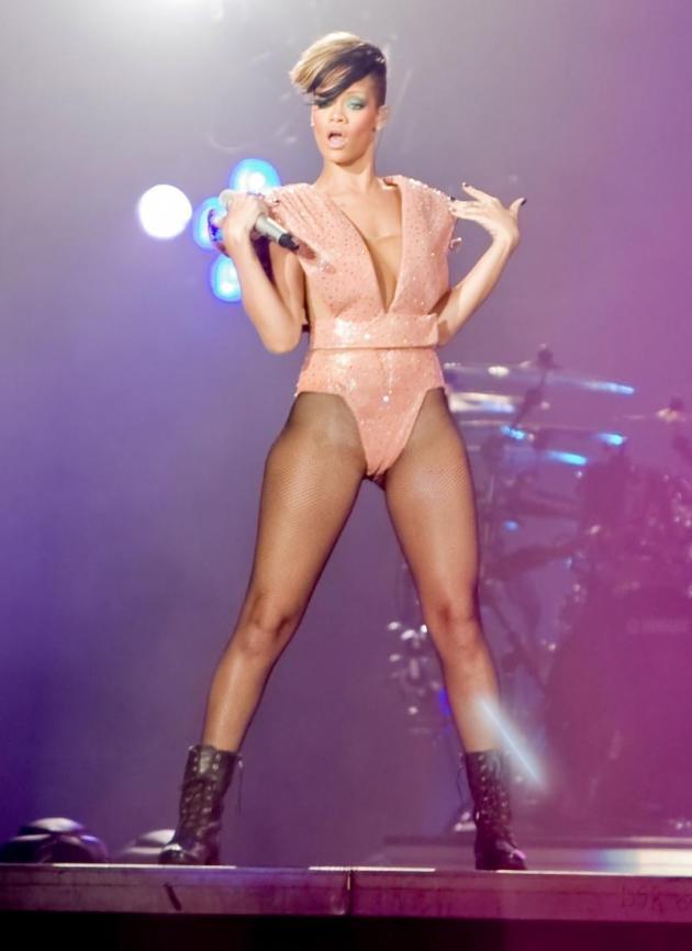 Hit Rihanna Style