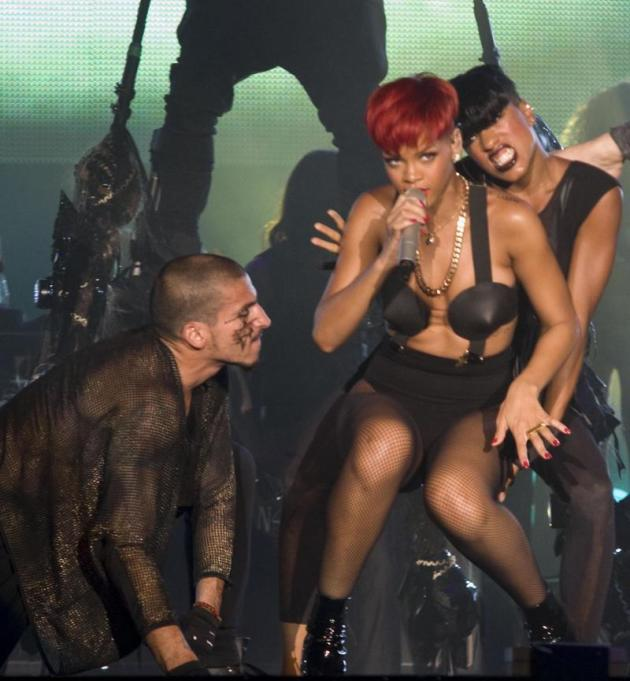 Rihanna in the Middle