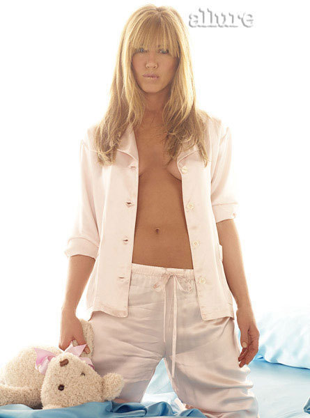 Jennifer Aniston Sort of Topless