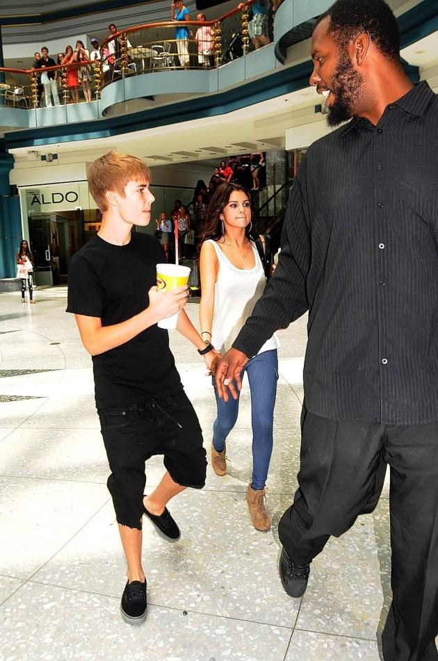 Justin Bieber, Selena Gomez... Bodyguard