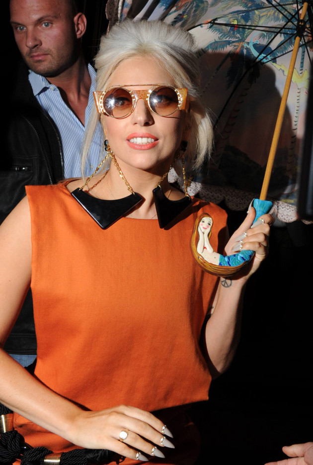 Gaga, Umbrella